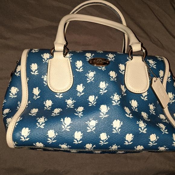 Coach Handbags - 3-piece set - Coach Badlands